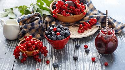 berries-milk-photography-hd-pics