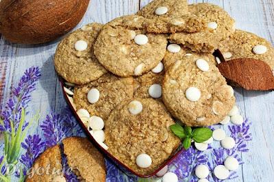 Ciastka owsiano-kokosowe z białą czekoladą