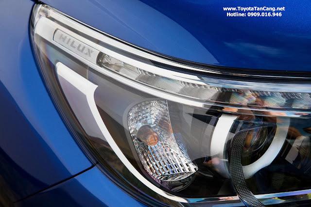 đèn xe toyota hilux 2016