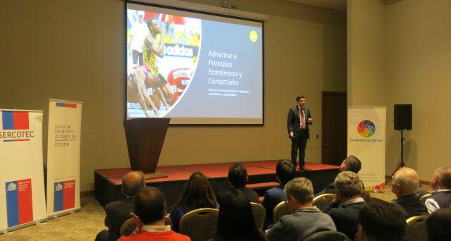 Charla de cooperativismo enfocada en el emprendimiento en SERCOTEC Osorno