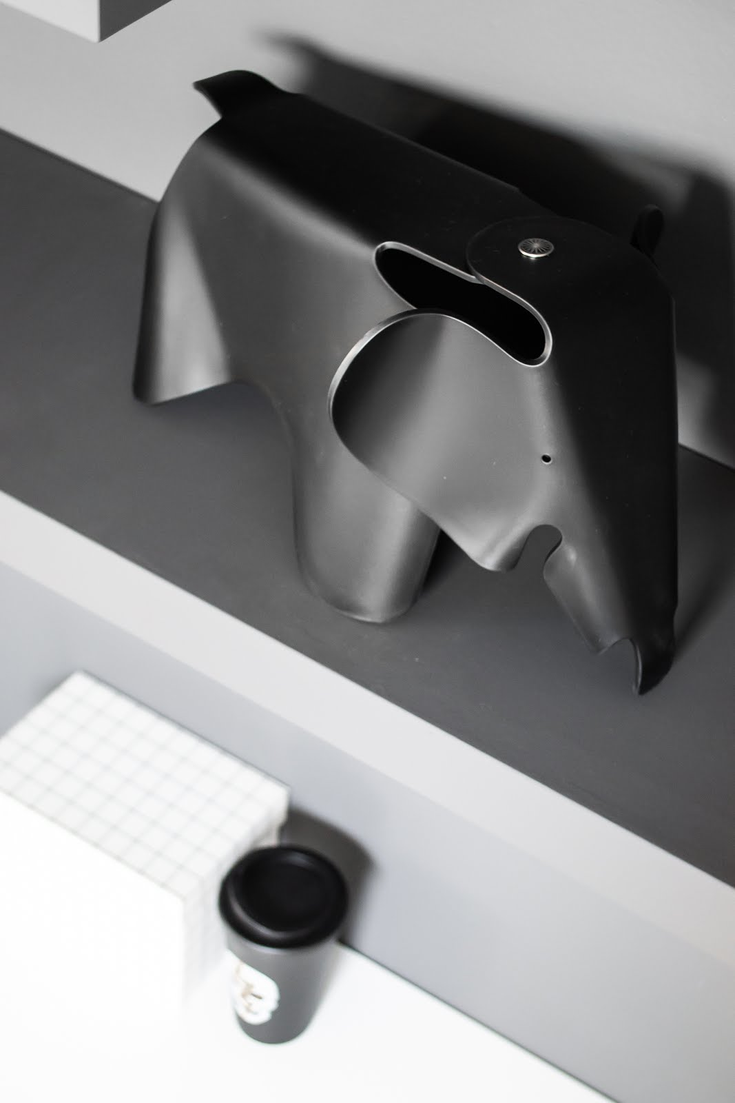 Vitra, charles & ray eames, elephant, small, black, interior, mister design