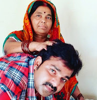 Pawan Singh With her Mother Photo