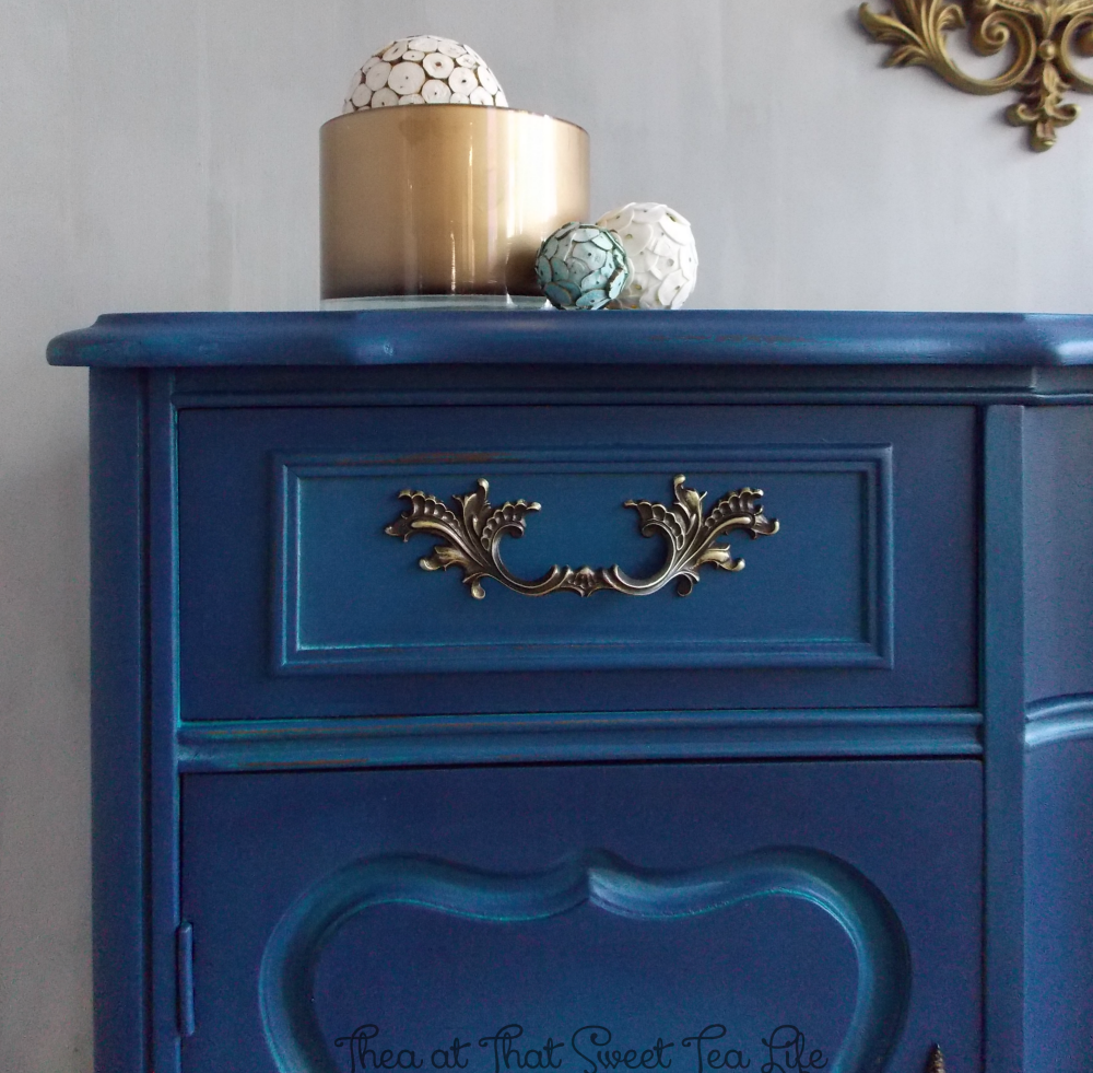 Blue Painted Furniture: Your Blended Paint Inspiration by That Sweet Tea Life | Front Drawer | Shaded Furniture| How to create a blended Paint Furniture Finish | Blended Painted Furniture Ideas | Furniture Painting Tips | How to paint Furniture | Blending Blue Furniture Makeover | Layered Paint | Blended Painting | Dresser Makeover | Furniture DIY | #paintblending | #blendedpaintfinish | #blendedfurniturepaint