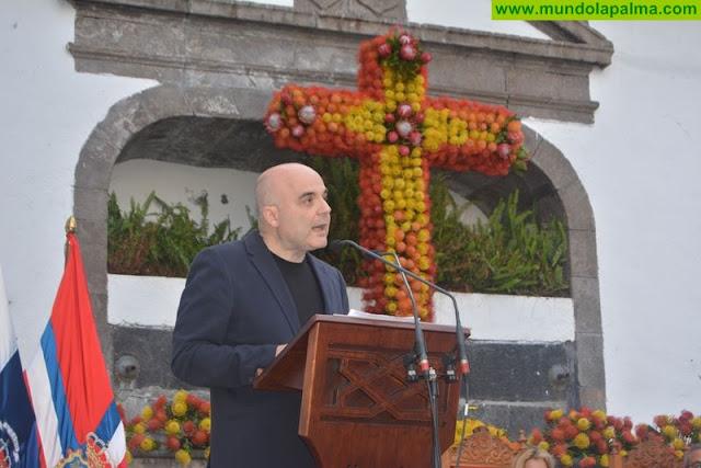 El pregón de José Francisco Concepción Checa abrió de forma oficial el programa de actos de las Fiestas de la Cruz