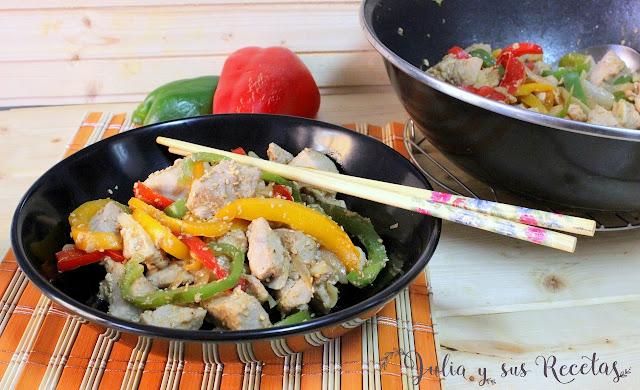 Atún con pimientos y salsa de soja. Julia y sus recetas