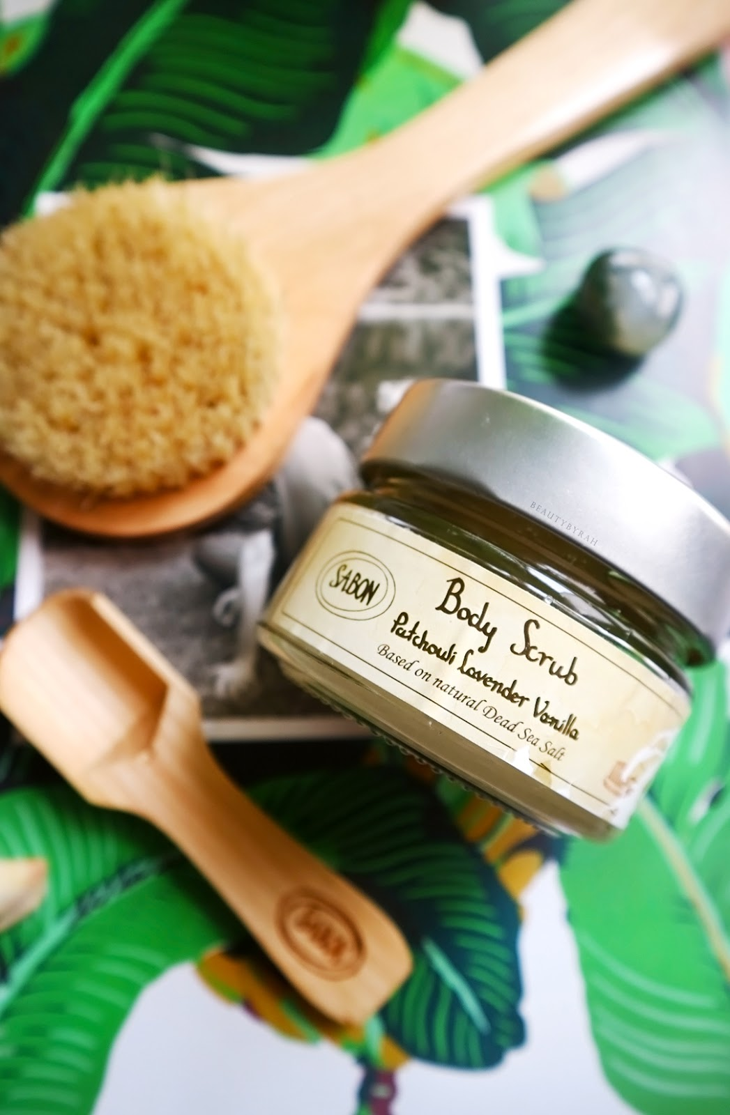 Sabon Patchouli Lavender Vanilla Body Scrub and dry brush from daiso review