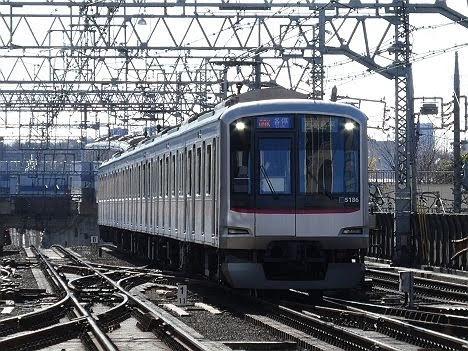 【緑から青に変更!】東急目黒線5080系の各停 西高島平行き
