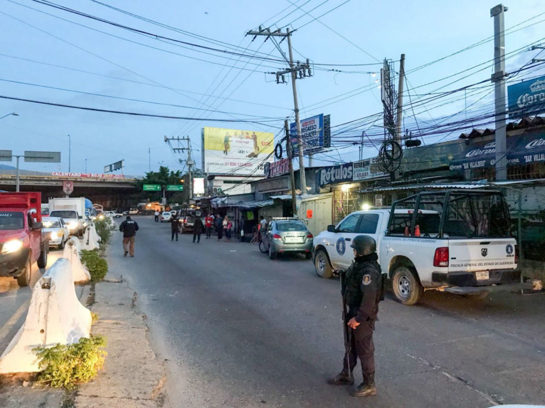 Sicarios balea una veintena de comercios en Acapulco; reportan al menos tres heridos