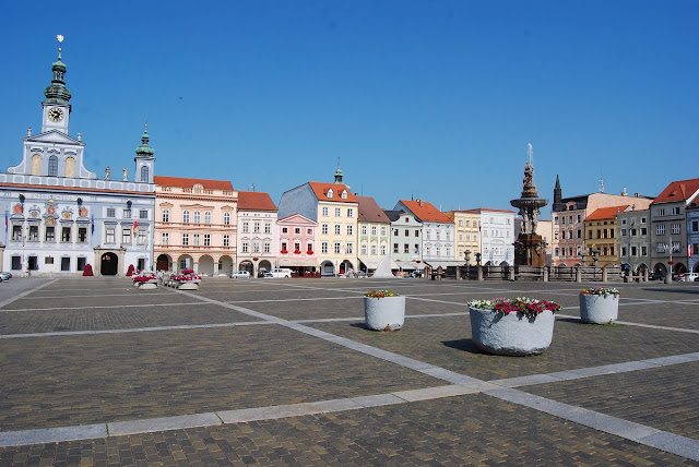 la somptueuse et vaste place de Ceske Budejovice, coeur de la ville