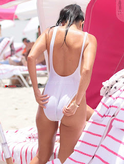 Kourtney+Kardashian+proud+owner+of+Most+beautiful+Ass+in+Black+Bikini+and+White+Bikini+in+Miami+007.jpg