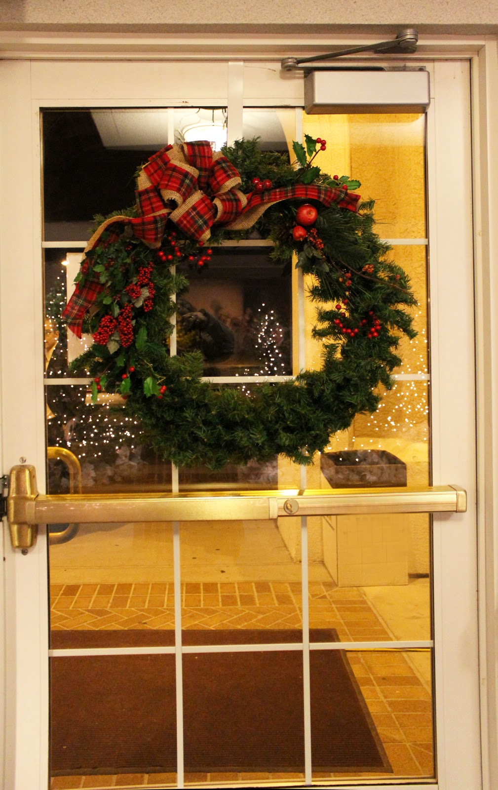 C b i d home decor and design christmas decor a warm welcome - Inviting door color ideas for welcoming the guests in sweeter way ...