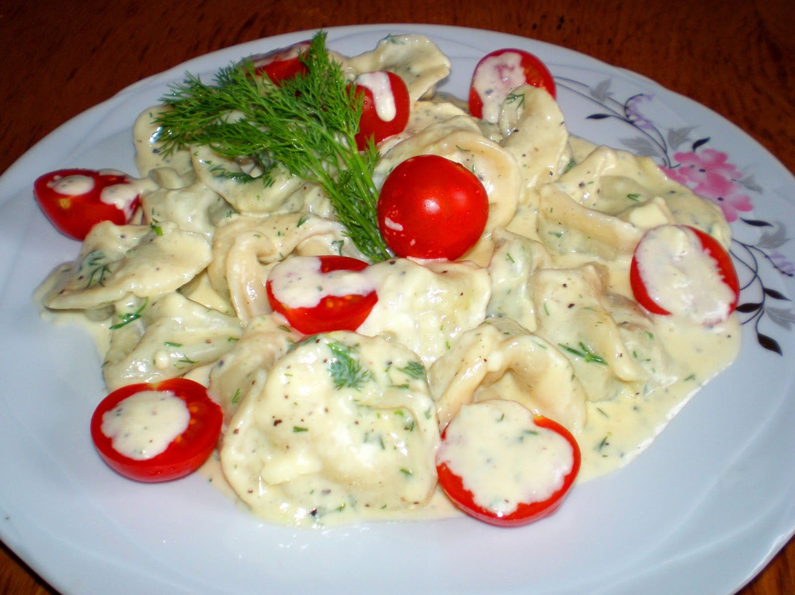 Tortellini cu spanac și sos alb