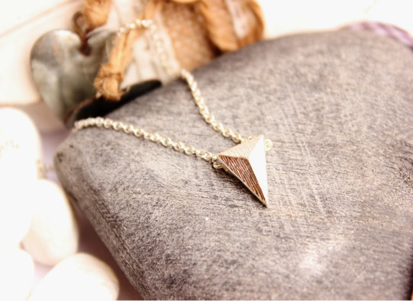 collier pyramide pas cher