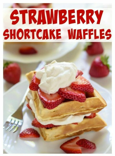 3. Waffle khas Strawberry Shortcake, lengkap dengan maple whipped cream