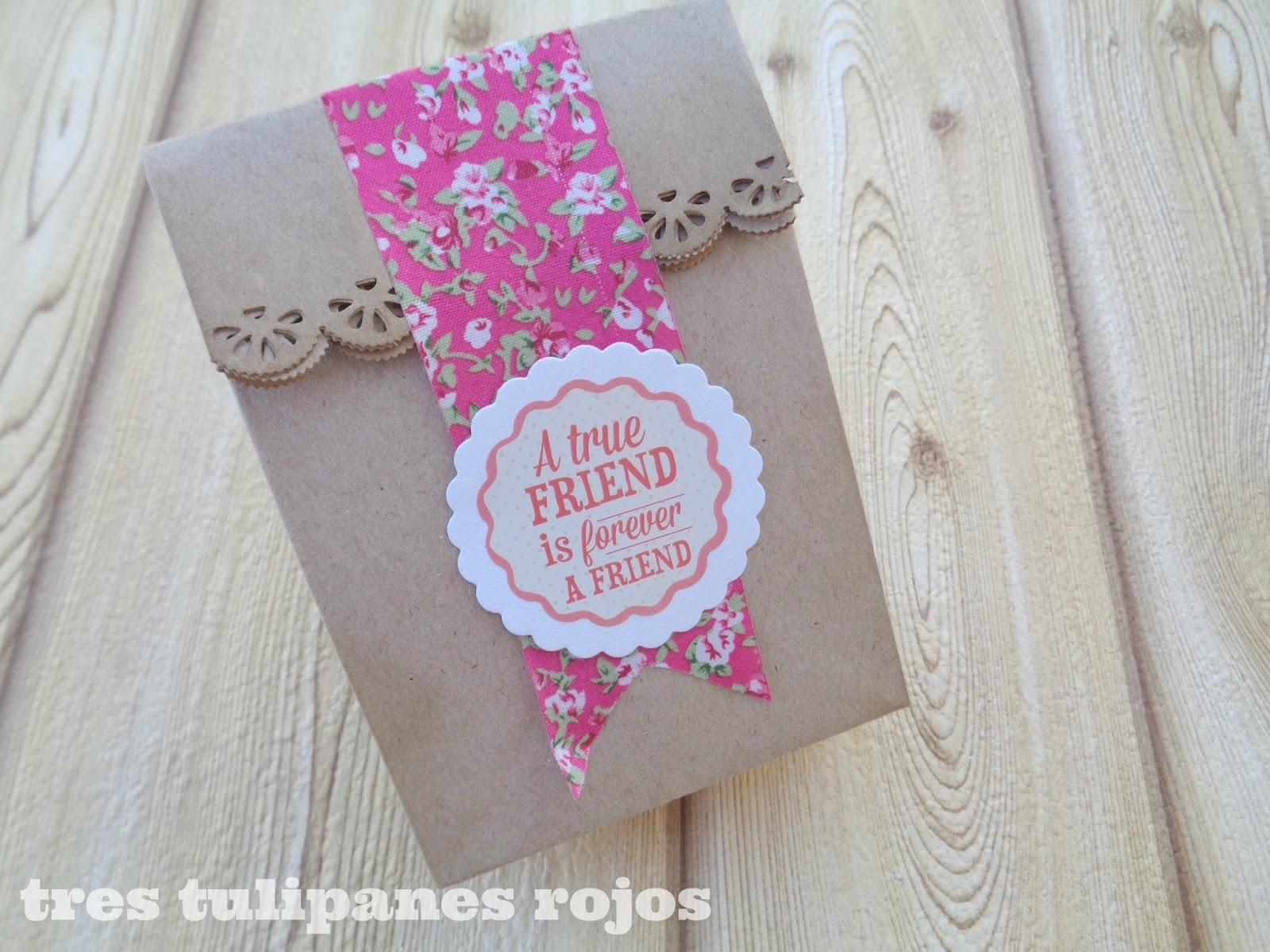 Envolver regalos con bolsitas de papel kraft tres - Como decorar bolsas de papel ...