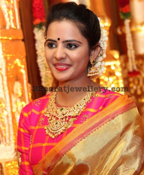 Manasa in Pachi Kundan Necklace