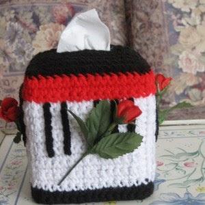 Crocheting Club Musical Roses Tissue Box