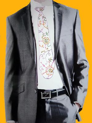 Des hommes en cravate brodée en forme de Phallus.