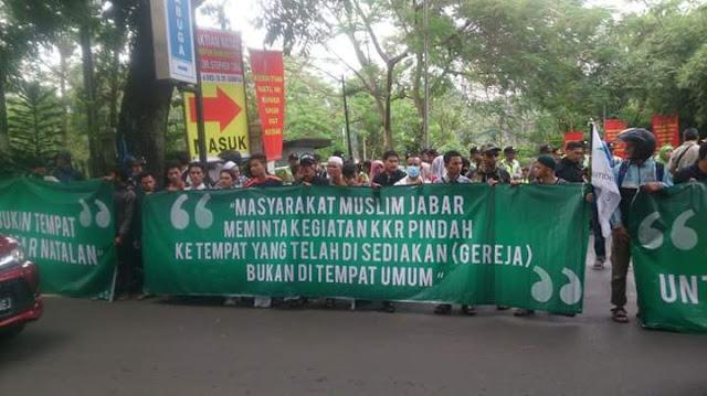 Non-Muslim Dilarang Beribadah di Ruang Publik!