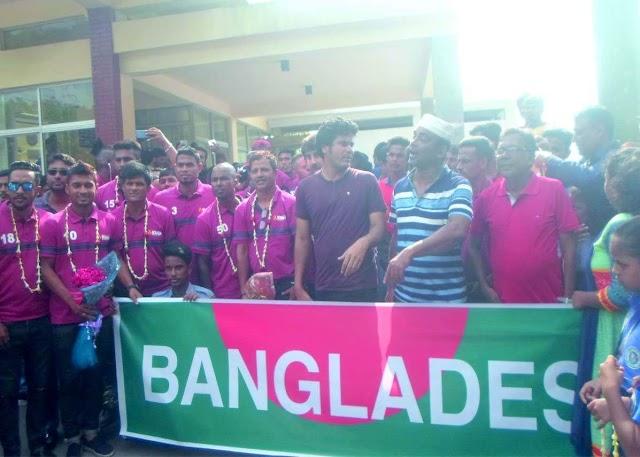সৈয়দপুর বিমানবন্দরে বাংলাদেশ ফুটবল দলকে সংবর্ধনা