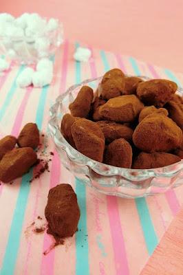 アマンドショコラはアーモンドにチョコレートをラッピングするお菓子