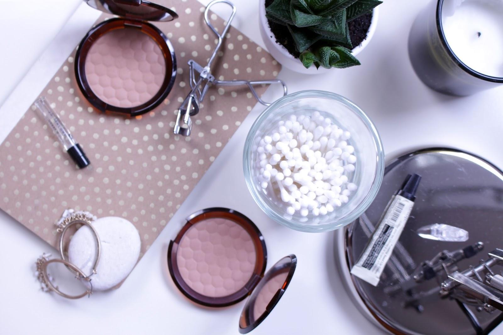 The Body Shop Honey Bronze Bronzing Powder
