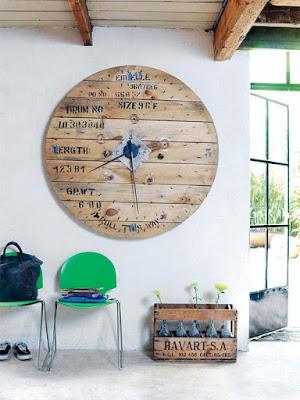 Un bonito reloj de pared.