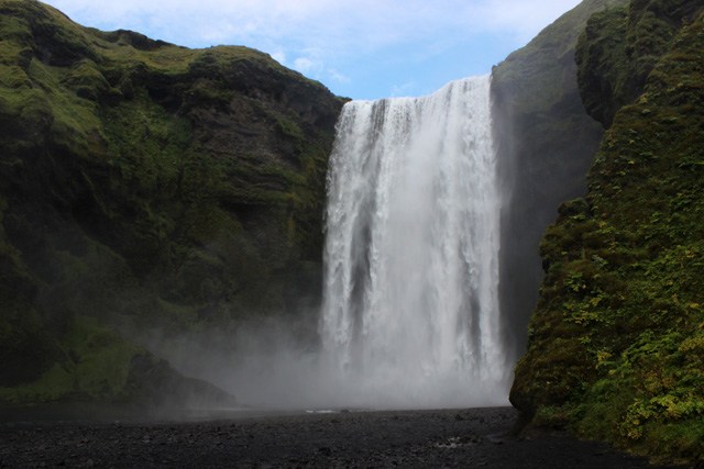 Skógafoss, desde la base de la cascada