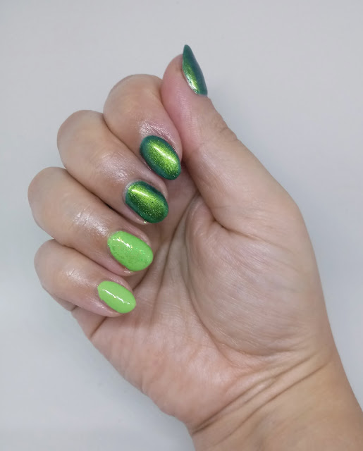Chameleon Effect + Crystal Flakes NEON GREEN od NC NAILS COMPANY