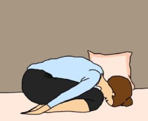 des tirements de yoga pour bien dormir la nuit hors de vos pens s. Black Bedroom Furniture Sets. Home Design Ideas