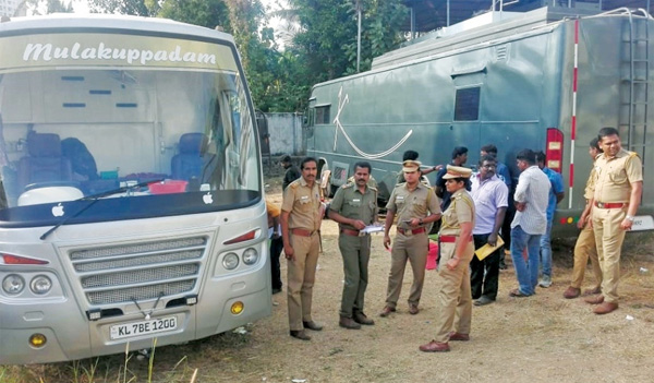 MVD seizes 3 caravans from shooting location in Kochi, Kochi, News, Cinema, Entertainment, Vehicles, Cine Actor, Kerala