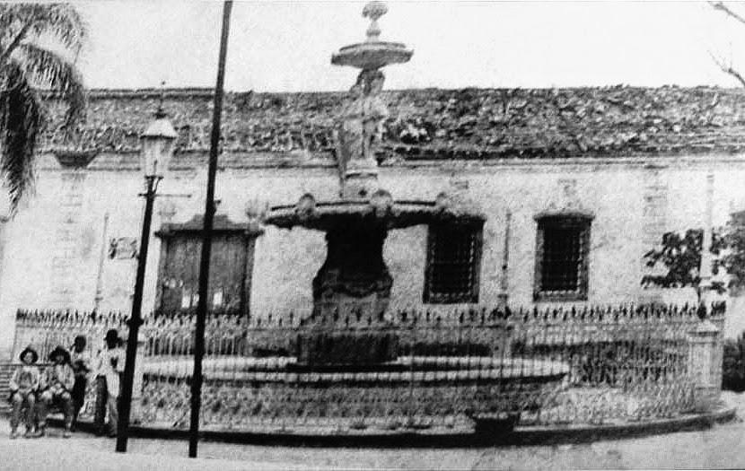 Porto Alegre: Chafariz da Imperatriz, Praça da Alfândega, 1885