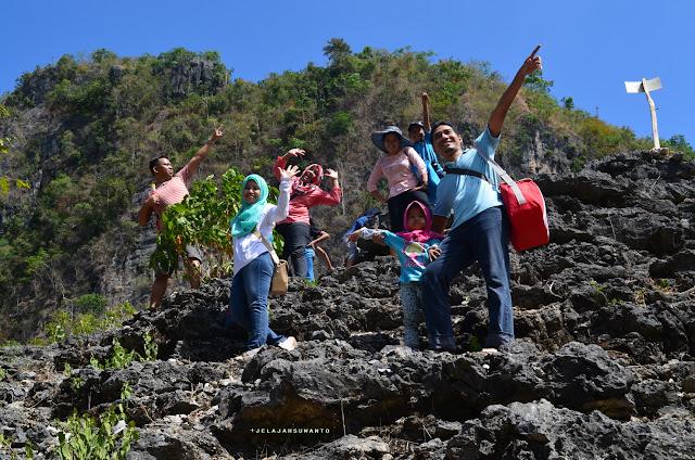 Mendaki Padang Ammarrung Rammang-Rammang, Maros, Sulsel +jelajahsuwanto