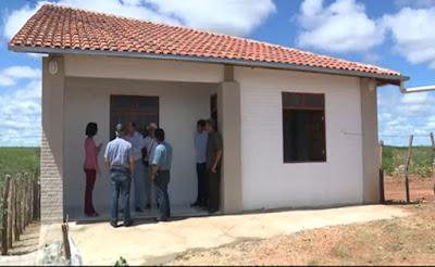 Pesquisadores da UFCG constroem casas ecológicas no Cariri