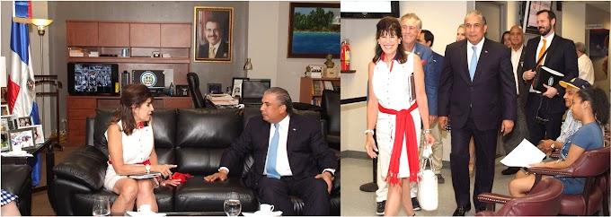 Embajadora de EEUU en RD y cónsul general en NY abordan temas bilaterales de educación y desarrollo económico para ambos países