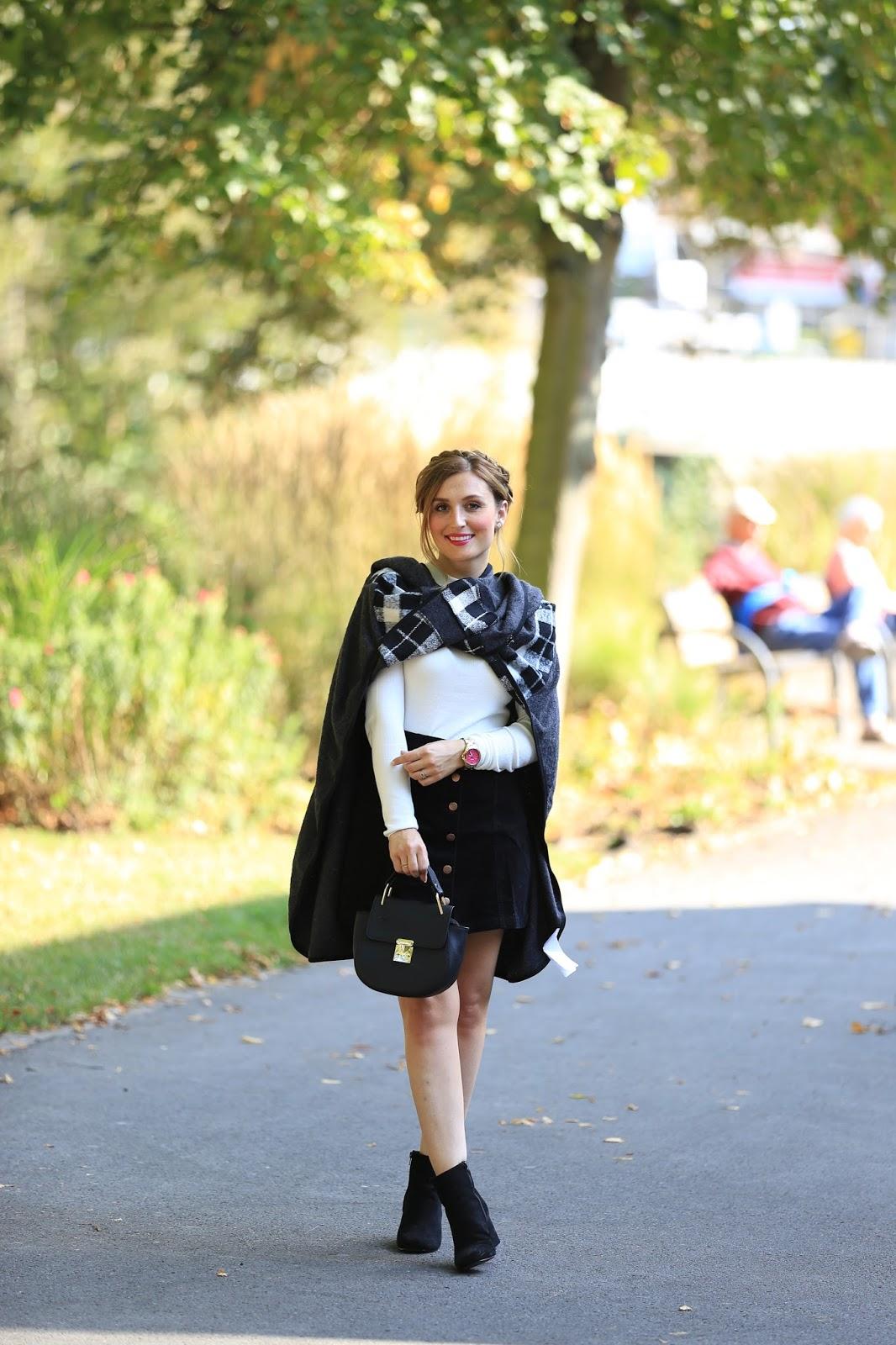 Blogger im Poncho. Streetstyle-Streetstyleblogger-