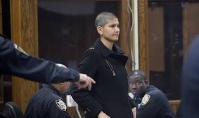 ياسمين سويد مثلت أمام محكمة مانهاتن حليقة الرأس