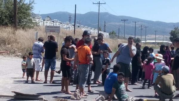 """Χθες έκλεισαν την Εθνική Οδό Θηβών-Ελευσίνας οι """"πρόσφυγες"""" άκρα σιωπή από """"έγκυρες πήγες""""  !!!"""