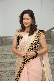 Shilpa Chakravarthy in Lovely Designer Pink Saree with Cat Print Pallu 025.JPG