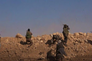 Angkat Senjata, Wanita Suriah Ini Hadapi Pasukan Assad di Abu Dhuhur