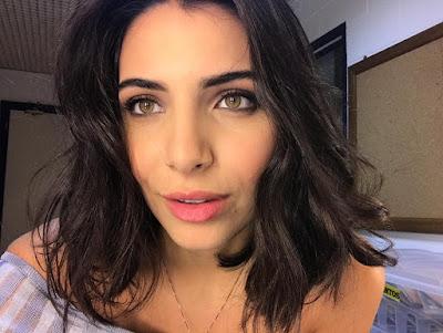 Rayssa Bratillieri cortou o cabelo na altura dos ombros para personagem em 'Éramos Seis' — Foto: Arquivo Pessoal