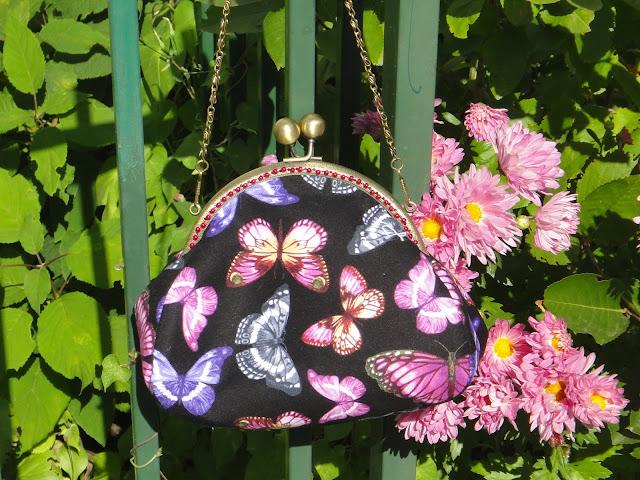 Женская сумочка клатч, косметичка сумка - розовые бабочки, сиреневые бабочки на черном фоне