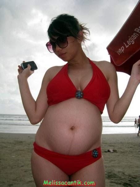 kumpulan foto cewek hamil berbikini narsis di pantai