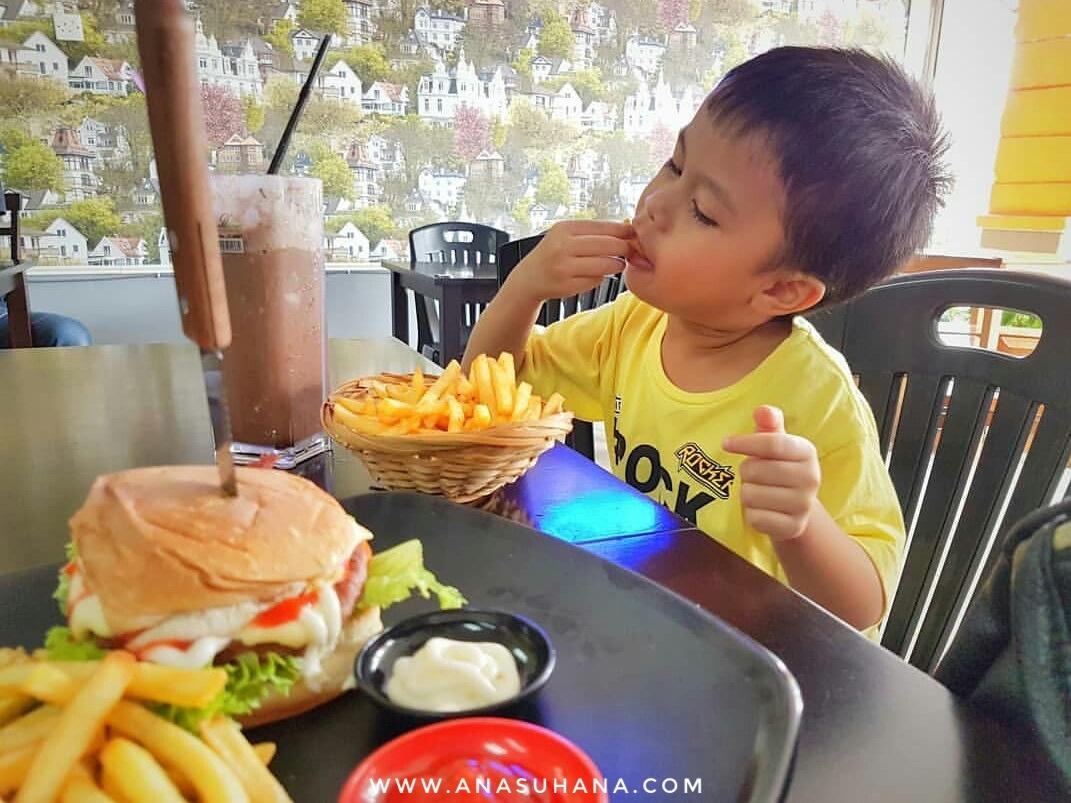 Makan-makan di Kafe Dapur Aneh-aneh Selayang