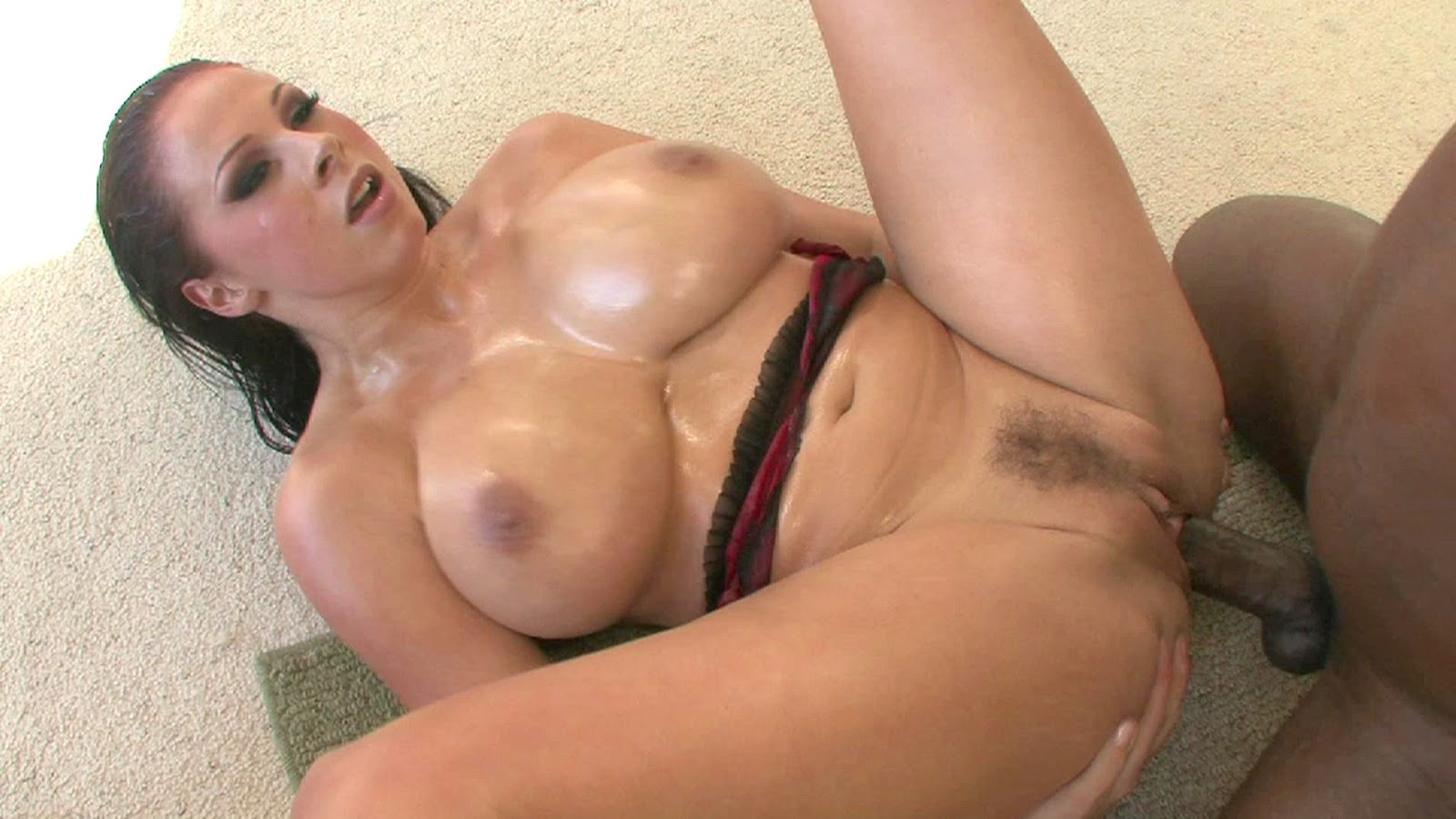 Isis taylor and juelz ventura show off