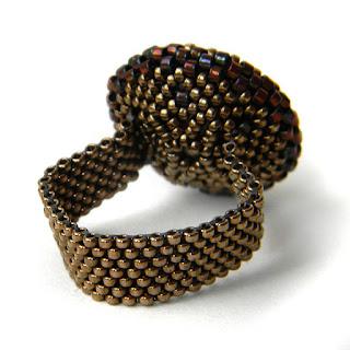 Стильное кольцо с изумрудным кристаллом Swarovski