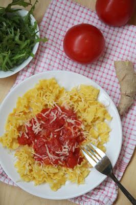 Makaron kukurydziany z sosem pomidorowym z imbirem