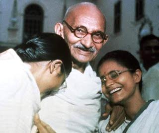 Foto de Mahatma Gandhi sonriendo