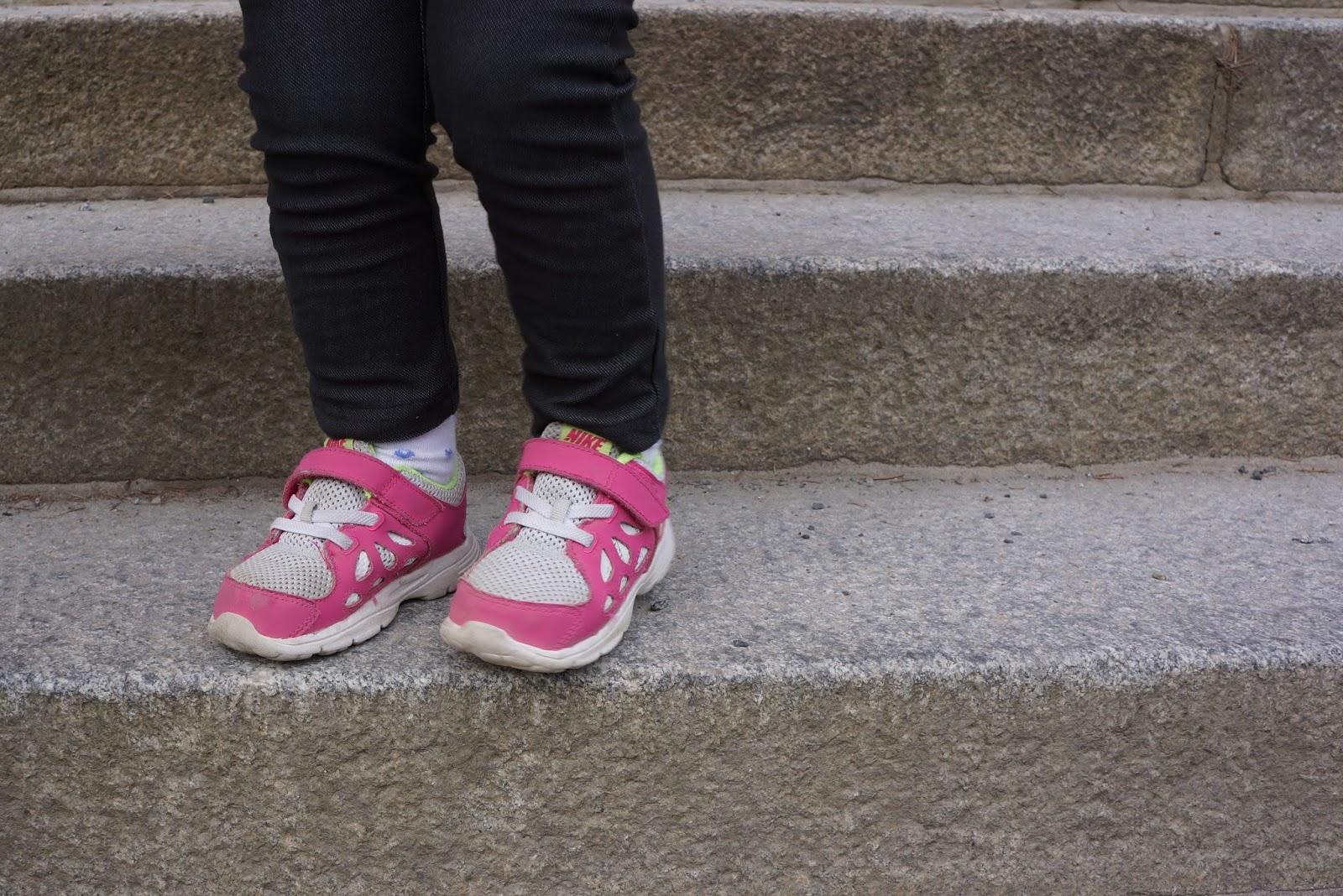 toddler girl pink nike sneakers
