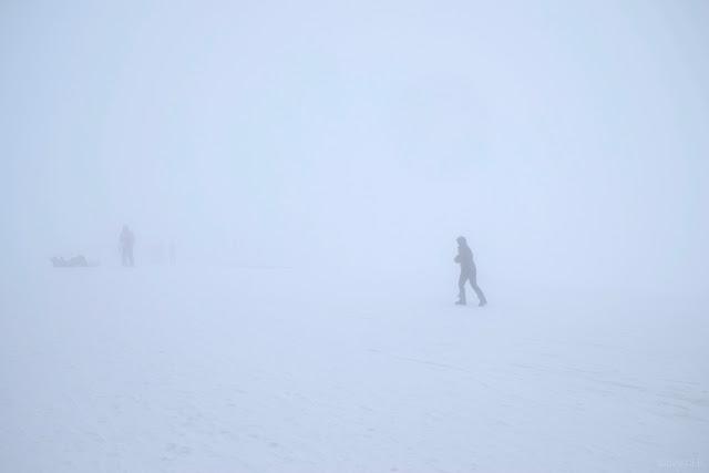 Sciatore nella nebbia a Campo Imperatore